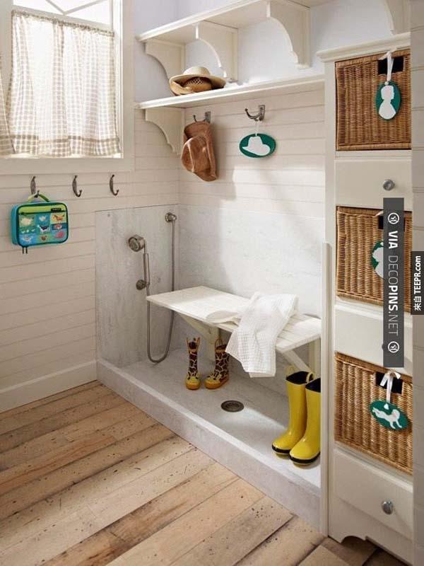 33.) 專門給狗狗的一個淋浴區。