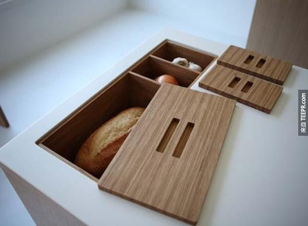 34.) 把廚房櫃檯上設計崁入式收納空間。