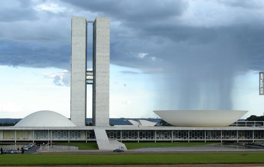 這個風暴好像跟巴西的國會廳有仇。