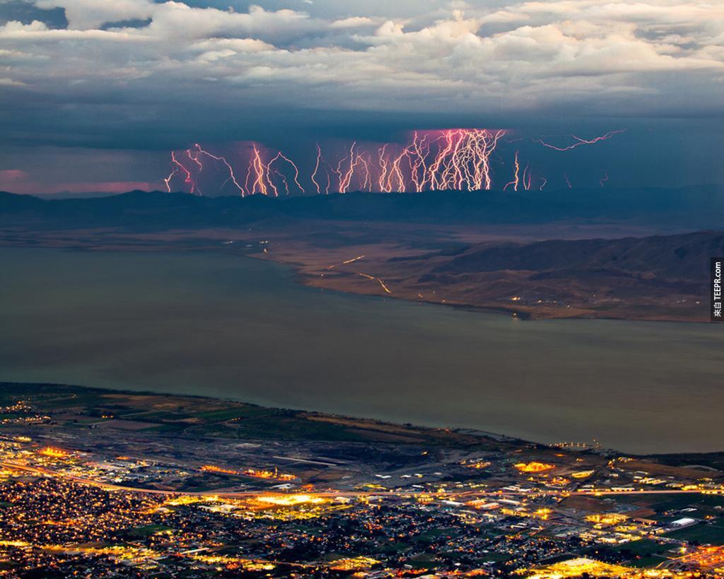 廷帕諾戈斯,猶他州的雷電風暴逐漸逼近。