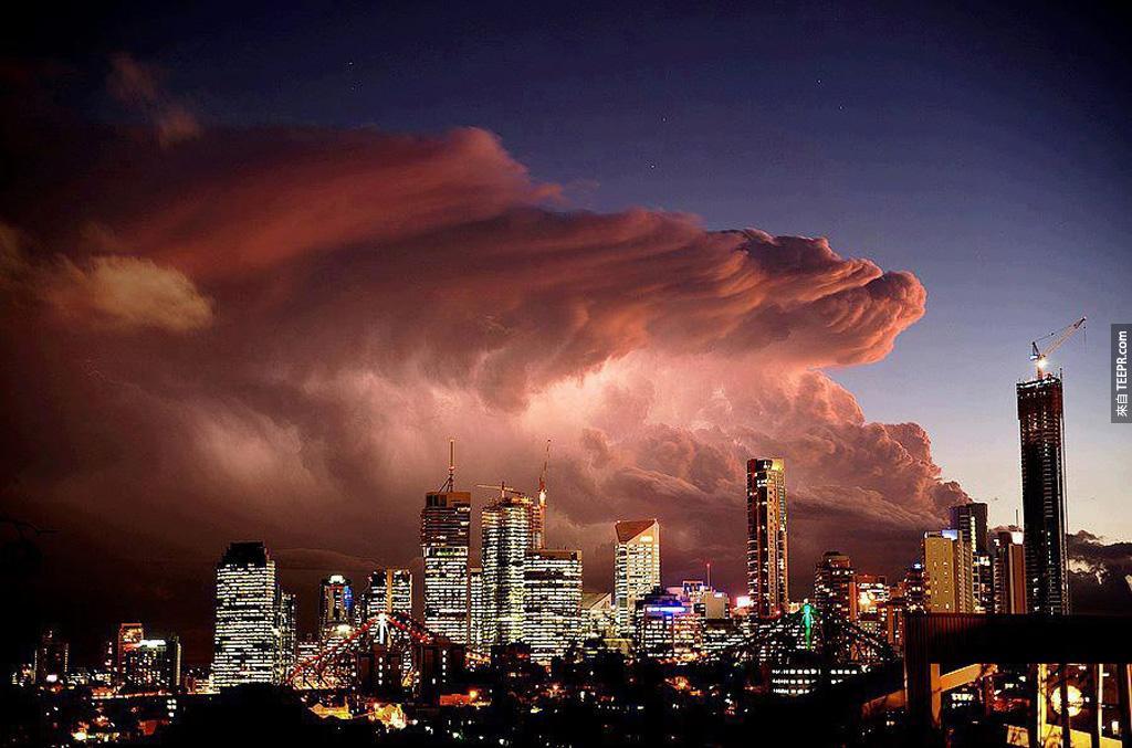 巨型風暴逼近澳大利亞布里斯班。