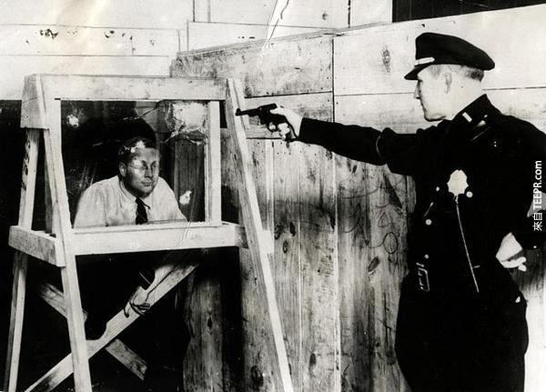 12.) 1931第一個防彈玻璃。裡面的人是不是已經嚇死了...