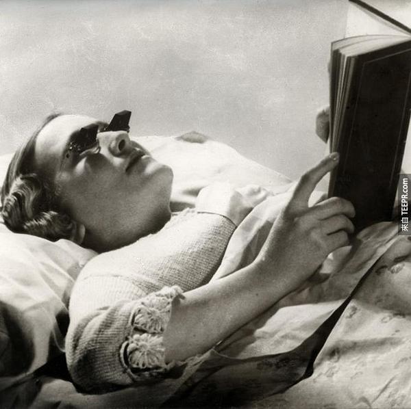 16.) 這樣躺著也可以念書了。其實我還挺需要這個的。