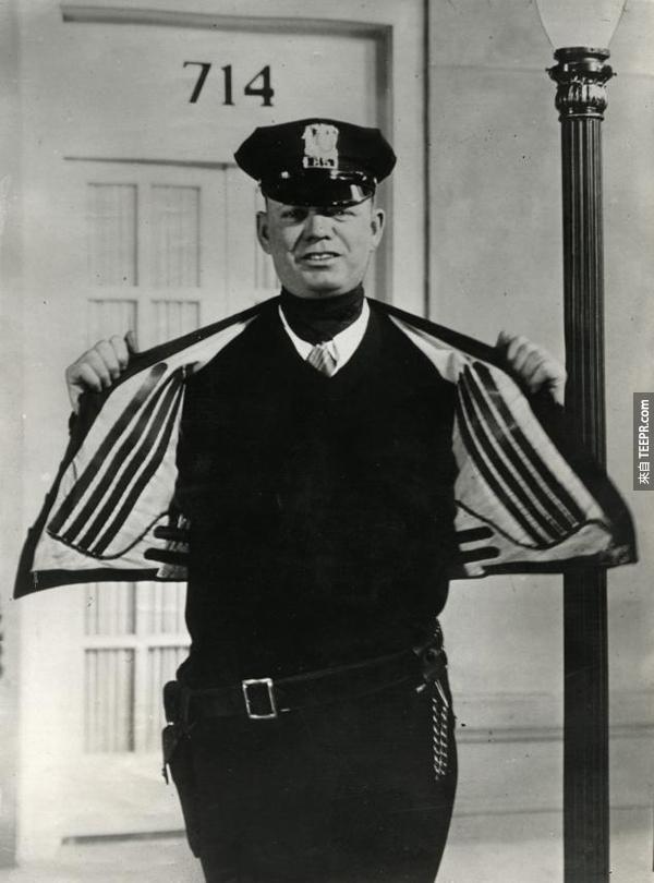 17.) 一個1932年的電子發熱外套。