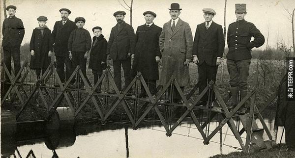 22.) 一個給緊急情況實用的可伸縮橋樑。