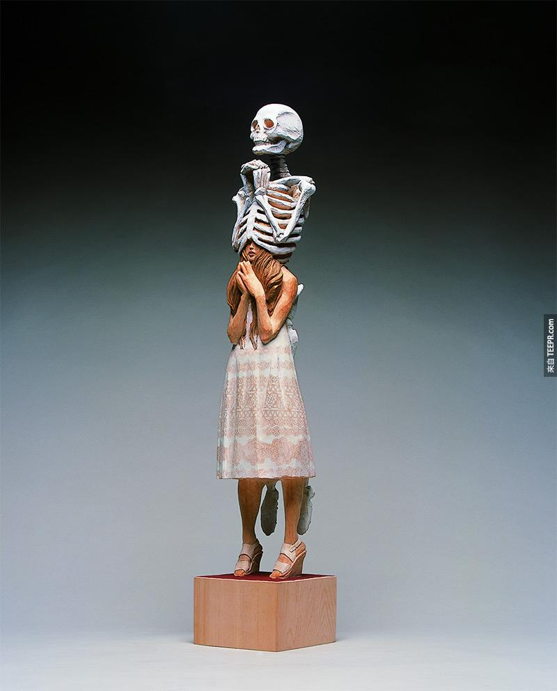 Unusual Sculptures of People and Skeletons Chiseled from Wood by Yoshitoshi Kanemaki wood sculpture