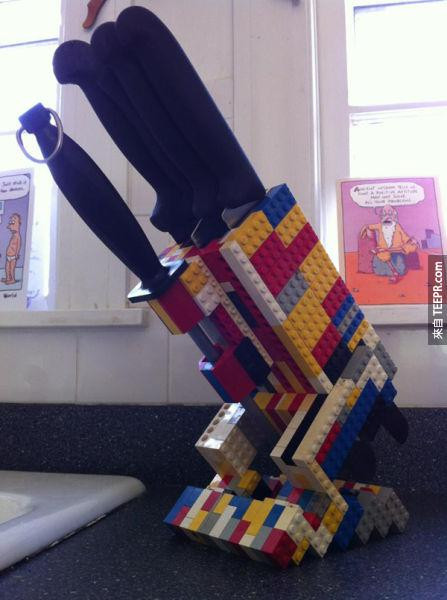一個客製刀座。