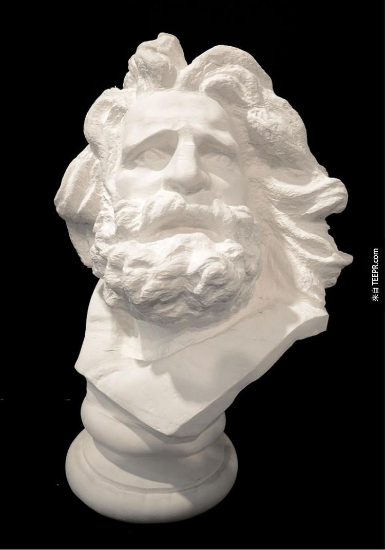 看起來就像是普通的石雕像,但當你推它的時候,就會發生超詭異的變化。