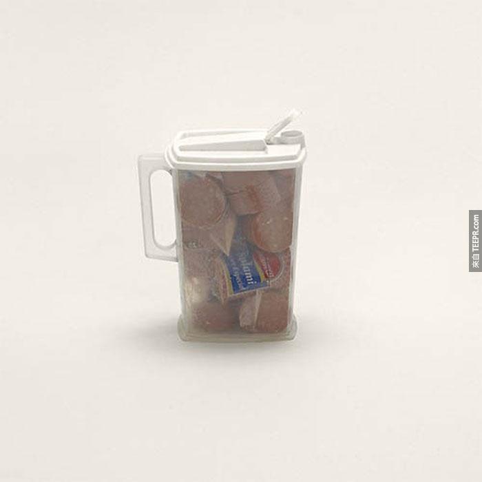從東歐寄出裝滿香腸的塑料瓶。