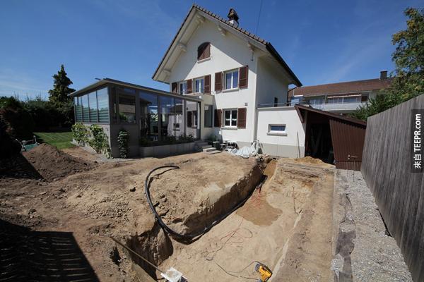 這個角度可以看到房子還有後院。