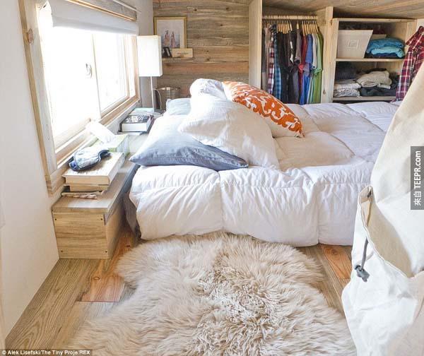 裡面可放下一個大型的床墊。