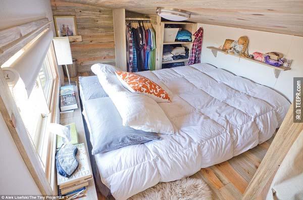 空間其實根本就不小,而且感覺好舒服!