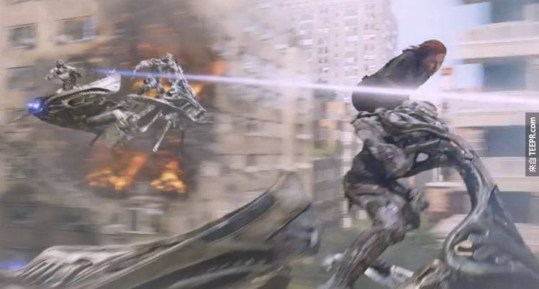 史嘉蕾·喬韓森在這場戰鬥戲裡面根本沒有這麼危險。