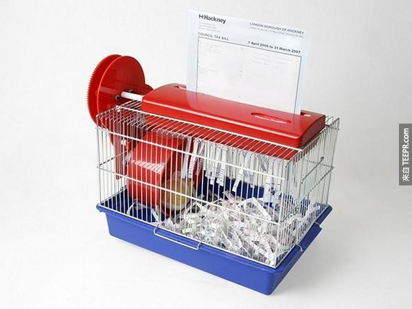 14.) 這個碎紙黃金鼠籠子不只可以幫你銷毀犯罪證據,而且還可以幫你的寶貝黃金鼠造景。