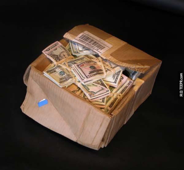 看看這個人怎麼把3塊木頭變成一箱美金。