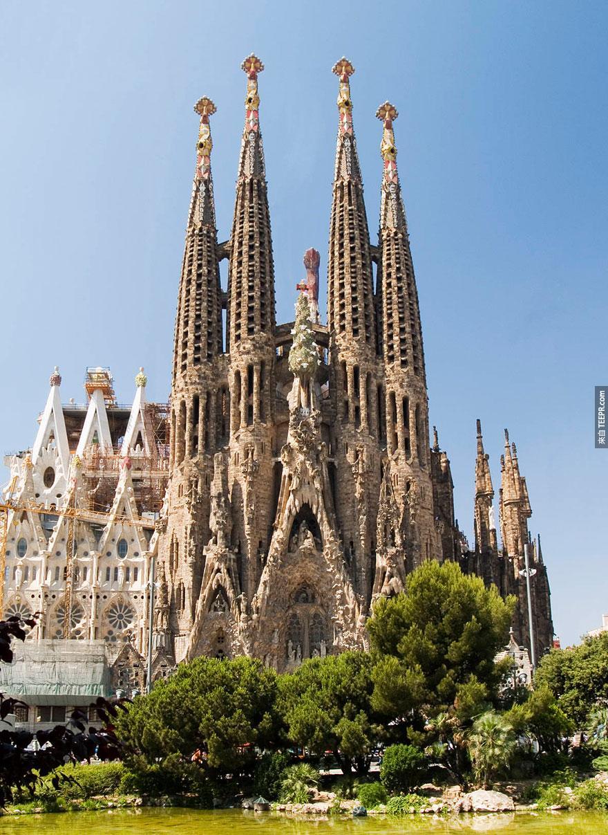 5. 聖家堂 (Sagrada Familia)
