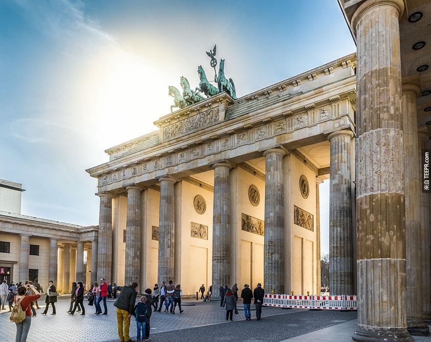 4. 勃蘭登堡門 (The Brandenburg Gate)