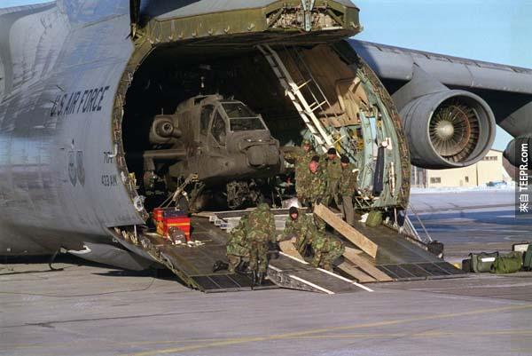 這架飛機的容量是全美國空軍最巨大的。