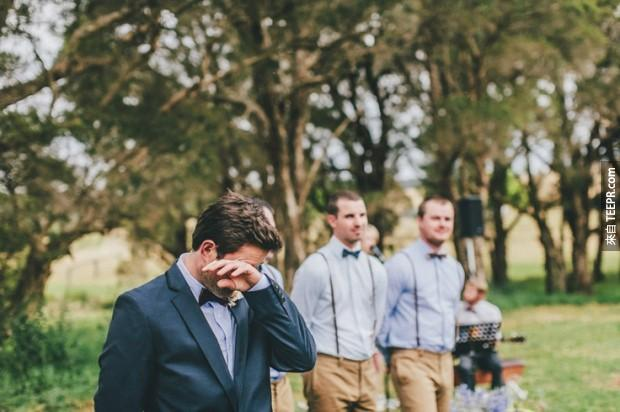 這30名新郎看到他們的新娘後的反應讓我太感動了。女士們,當你看到那個表情時,你就知道選對了。