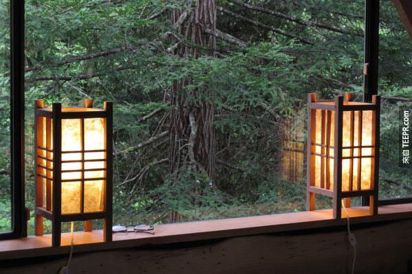 這個人只花了33萬台幣在森林裡面蓋了一棟會讓你很嫉妒的房子。(他用的材料很會讓你很驚訝)