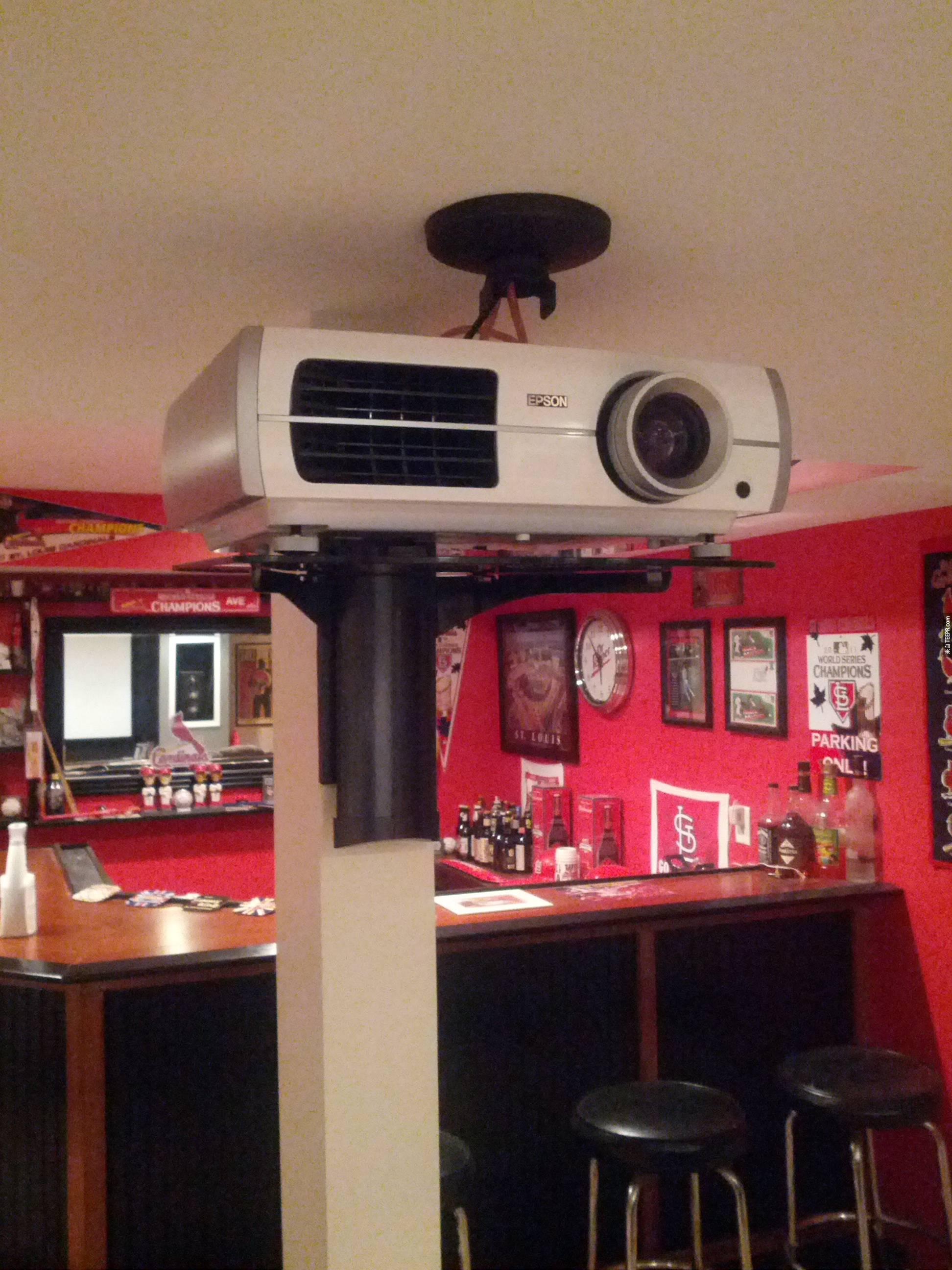 這名男子求了很久,他的太太終於讓他在地下室建造這個東西。這是所有男人的夢想!
