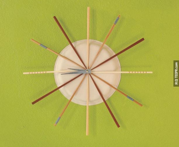 21. 用筷子做出来的时钟。
