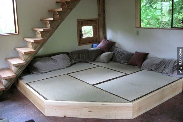 这栋木屋最特别的不是它的风格,而是它的材料所有都是在当地找的。
