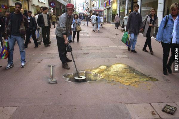 他其實是一名3D街頭藝術家。