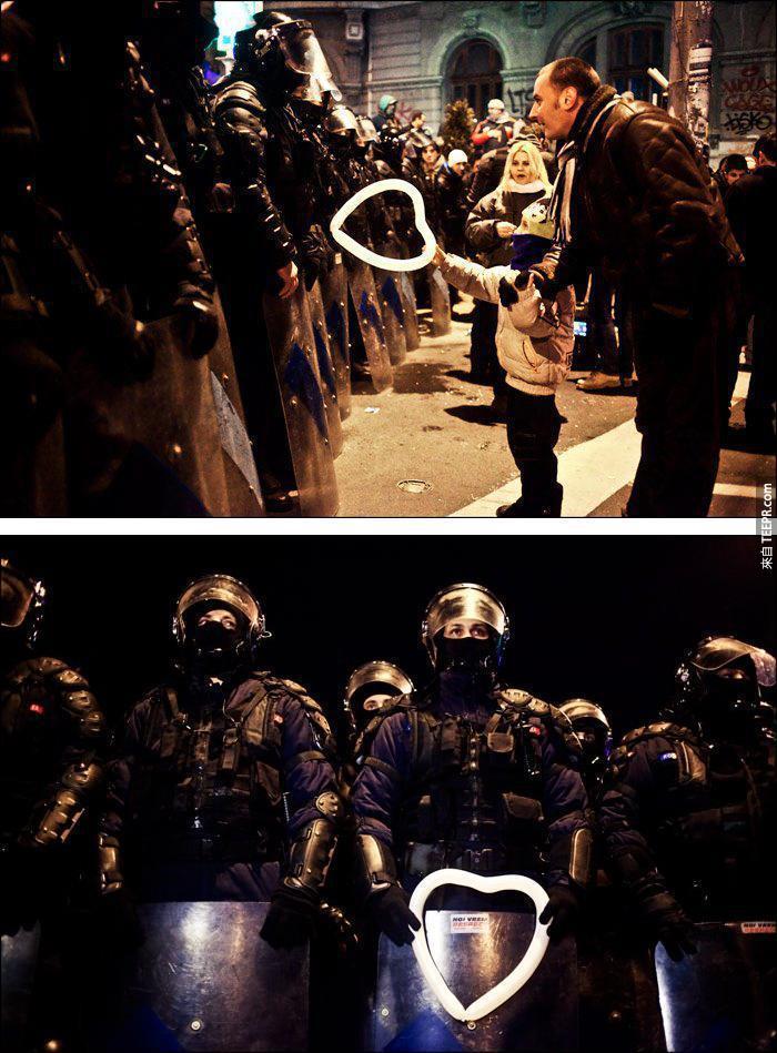 反對暴力!你一定要看看這些在示威動亂時透露出的美麗人性!看完後我快落淚了...