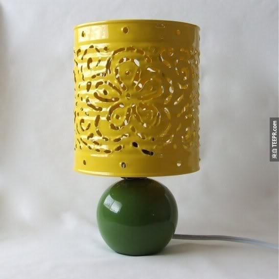 30. 錫罐變成燈罩。