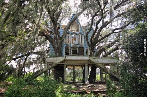回去的時間與這家維多利亞風格的樹屋。