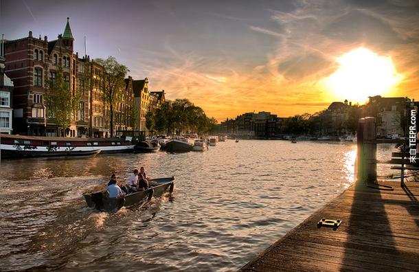 在阿姆斯特丹的運河
