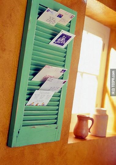 29. 木頭百夜窗很適合當明信片/信件架。