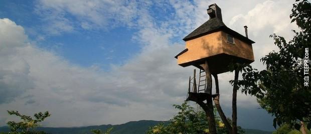 """""""過高的茶館""""是由建築的日本教授建於2004年作為一個完美的現場,與父親分享了一杯茶。"""