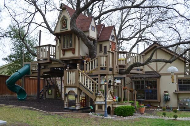 這豪華的樹屋是一名外公幫自己孫子建的...現在的小孩,太幸福了!