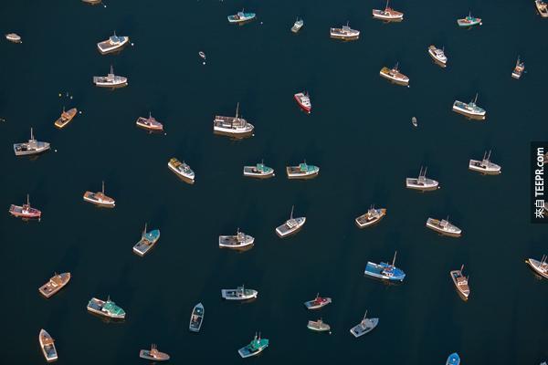 這些從5000公尺高空拍攝的照片,真的強迫我們用不同的角度看世界。