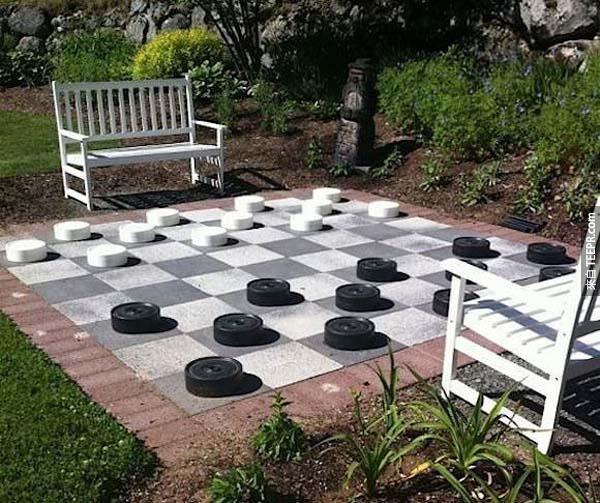 26.) 喜歡下象棋的人一定會超愛這個巨大棋盤的...而且還可以順便運動。