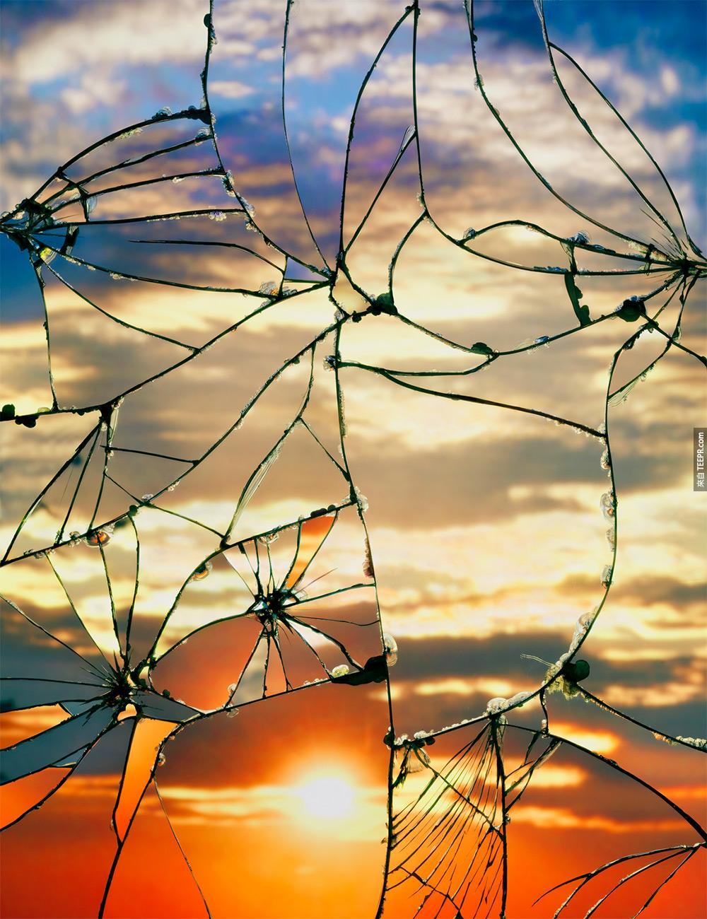 這名攝影師把破碎的鏡子變成完美的藝術。原來我的內心世界這樣的...