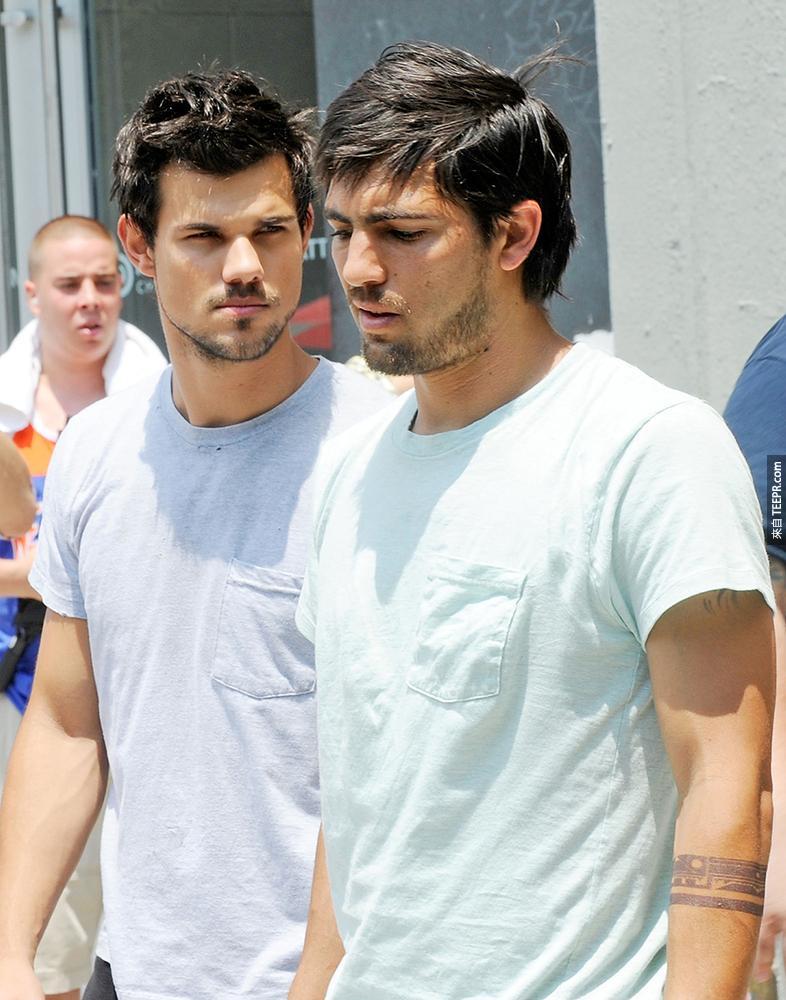 7)泰勒·洛特納(左)與他的特技替身 (2013年6月24日 紐約市) 拍攝 一 《跑酷》。