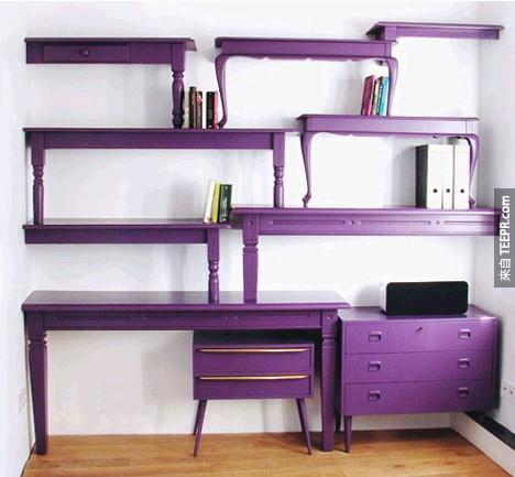 11. 叠起来的桌子变成书架。