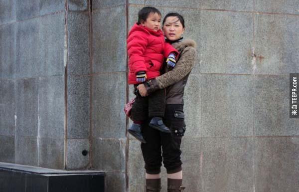 陳孝天罹患了惡性腦瘤。幾個月後,他的媽媽被診斷出腎衰竭。