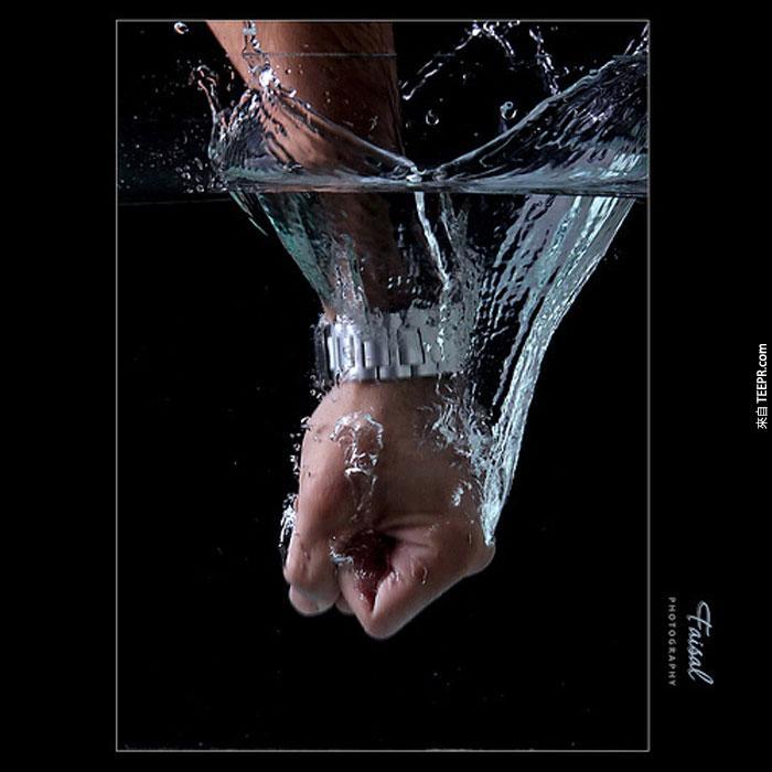 32) 跟水有仇。