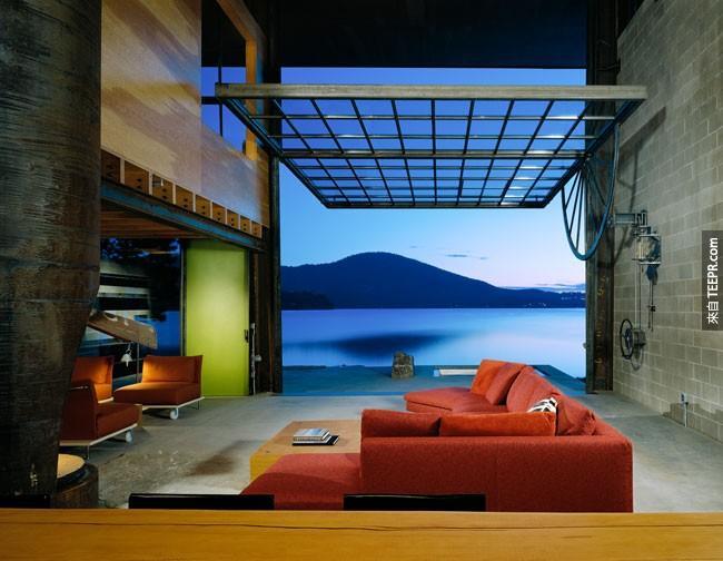 29. 这样的房子就需要一个巨大的转动落地窗...这样翻起来就可以直接到湖里游泳了!(爱达荷州)