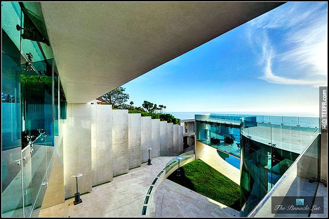 你記得鋼鐵人電影裡面的海邊超級豪宅嗎?現在正在出售中,快來看看你買不買得起!