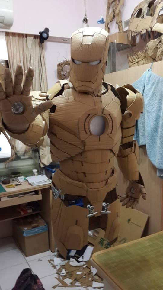 這名台灣學生只用紙板就做出帥氣到爆掉的「紙板鋼鐵人」!