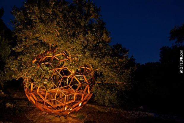 蜂窩樹屋是由藝術的洛杉磯博物館設計的,現在由吉他手羅比·克里格所有。他使用的球體作為一個地方逃跑,寫音樂。