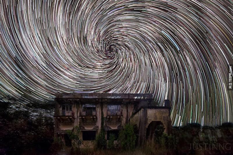 這名天文攝影師用長曝光的手法拍攝新加坡的星空。結果真的太不真實了!(#6已經成為我的桌布了)