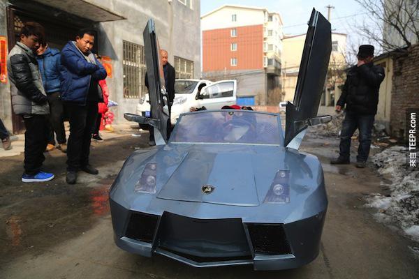他花了25,000台幣建造了一台迷你藍寶堅尼跑車。