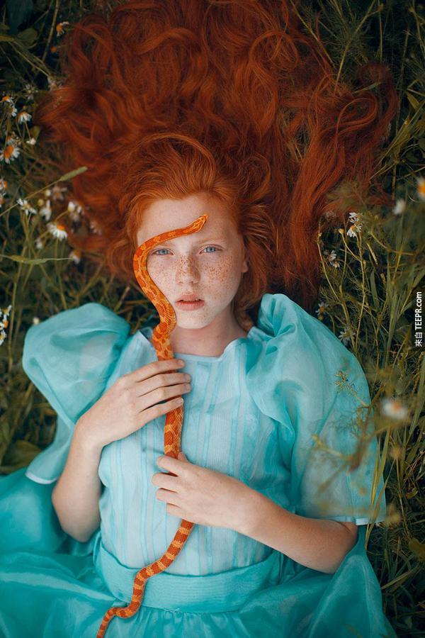 這是在地球拍的,但是她的照片裡面讓我們感到好像在夢境中。