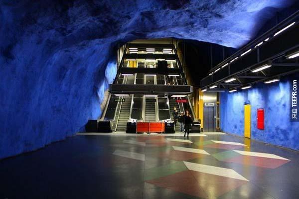 我在瑞典地底下發現到的事情真的太不真實了。進去了還會想要出來嗎?!